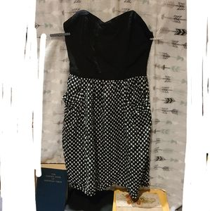 Cute black and white strapless dress M